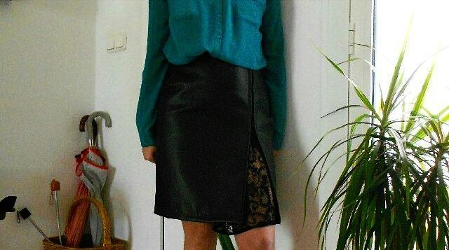 Falda de cuero confeccionada por mi.jpg