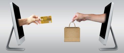 Imagen de dos ordenadores que expresan la idea de compra online.jpg
