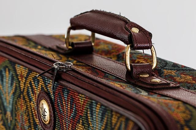 suitcase-468445_640.jpg