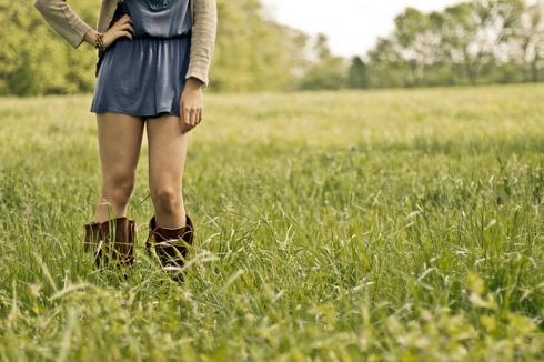 imagen de una mujer en el campo