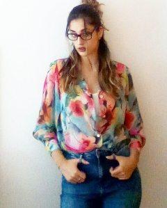 imagen de una camisa floral confeccionada por mi