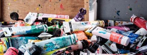 imagen de botes de pintura
