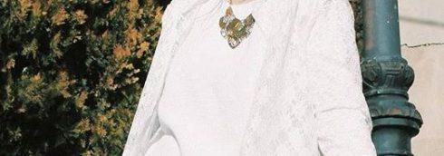 imagen de total look blanco con joyas