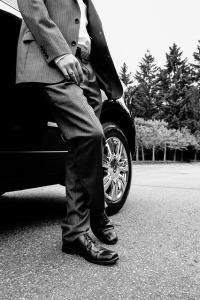 imagen blanco y negro de traje masculino