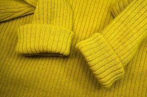 imagen de sweater amarillo